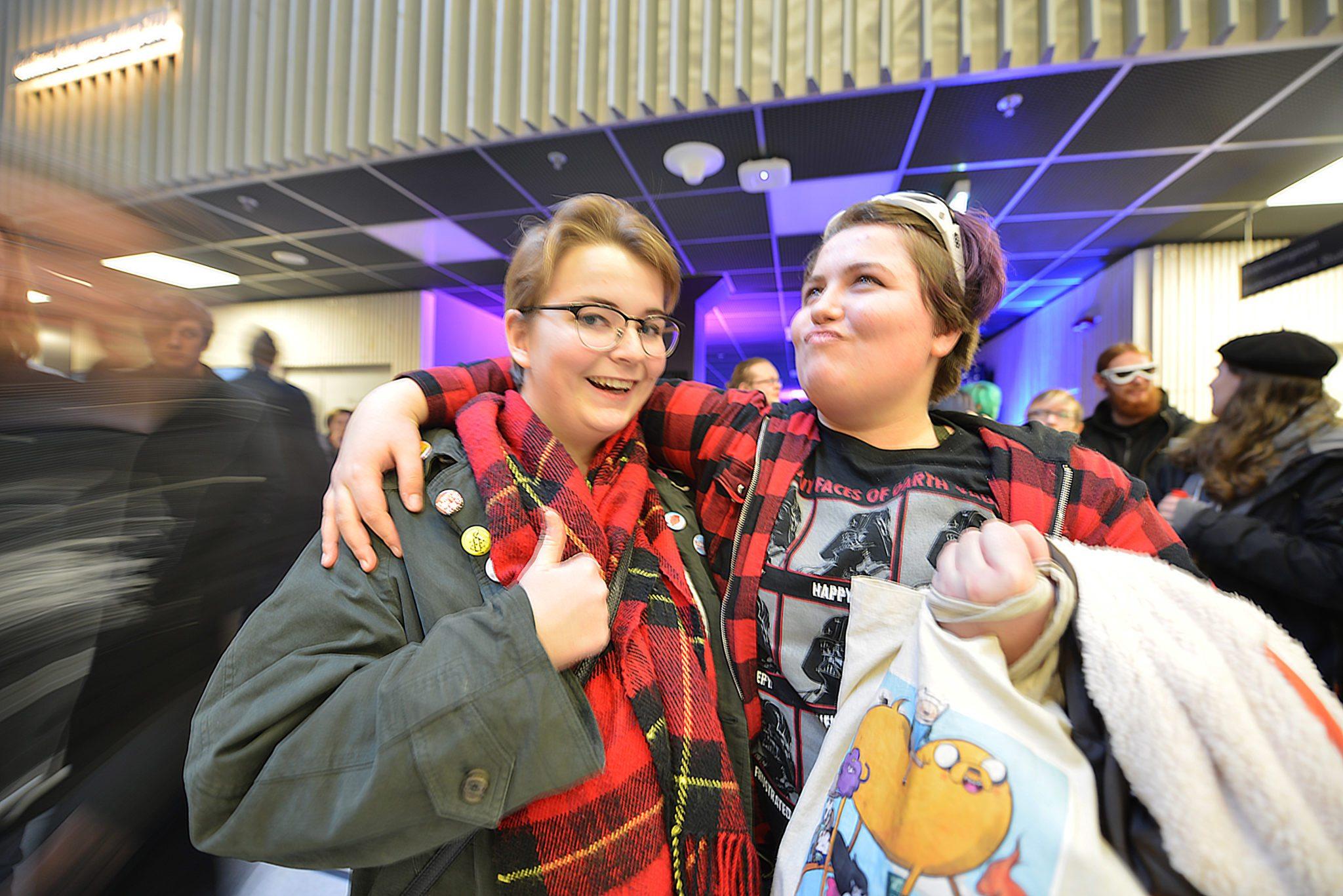 Annie og Agnes var ikke i tvil om hva de syntes om den nye Star Wars-filmen. Foto: Anniken Tangerud, 3600.no