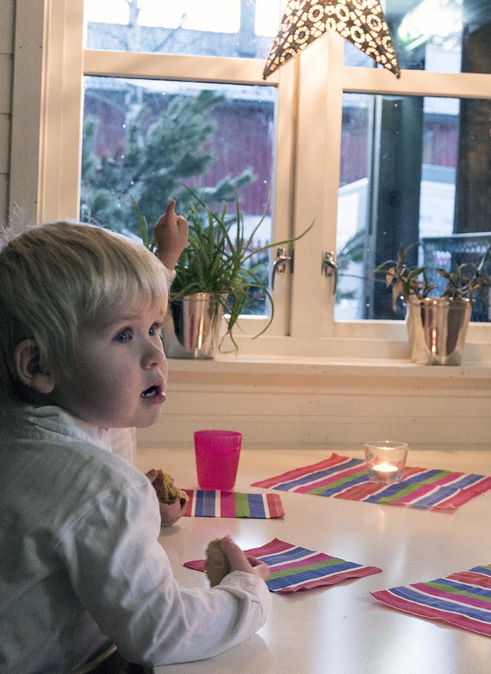 Det var helt tydelig at lussekattene i Leik, Fus Barnehage smakte godt. Foto: Anniken Tangerud, 3600.no