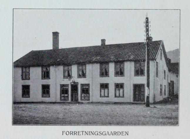 Bakeriet hadde utsalg i Stiksrudgata. Skjermdump: Kongsberg Næringsliv Ved Begyndelsen af det 20. aarhundrede. Vanberg, M. Forlaget Norge, Kristiania (1910)