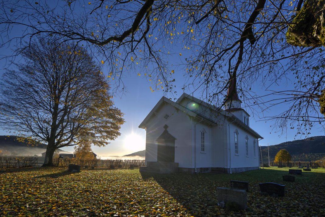 Komnes kirke. Foto: Bjørn Isaksen/3600.no