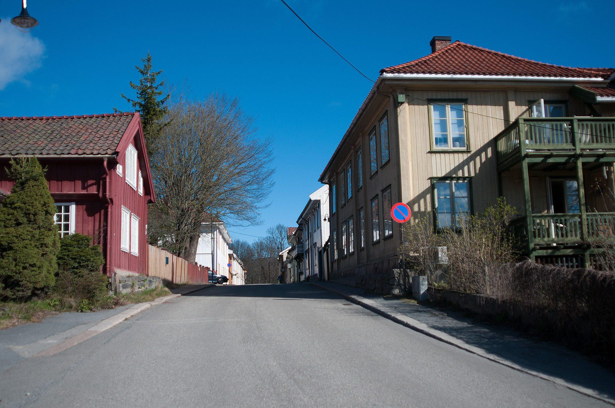 En kjent og kjær gate med et koselig og særpreget bygningsmiljø.