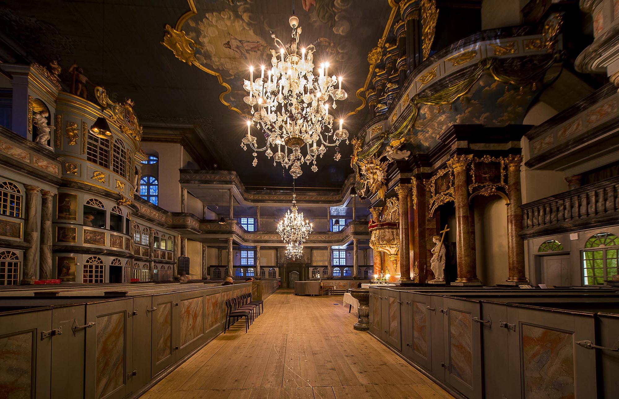 Vet du hvor lysekronene i Kongsberg kirke ble laget?