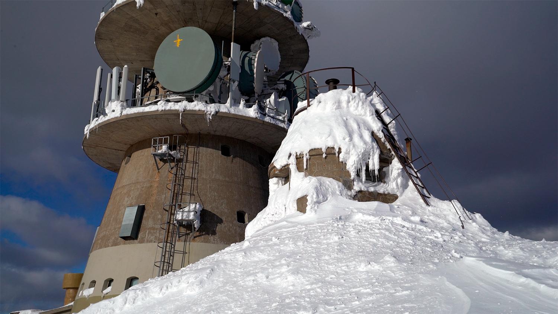 Vet du hva det lille tårnet ved siden av Jonsknuten hovedsender, kalles?