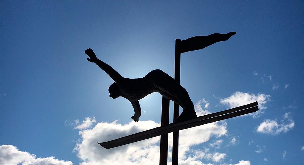 Hva heter den berømte hoppstilen som ble utviklet på Kongsberg på begynnelsen av 1920-tallet?
