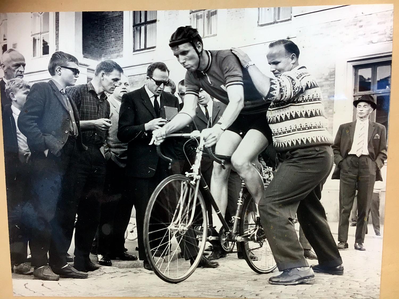 Hvilken sykkellegende satte rekorden 1:01,47 på strekningen Drammen – Kongsberg i 1964?